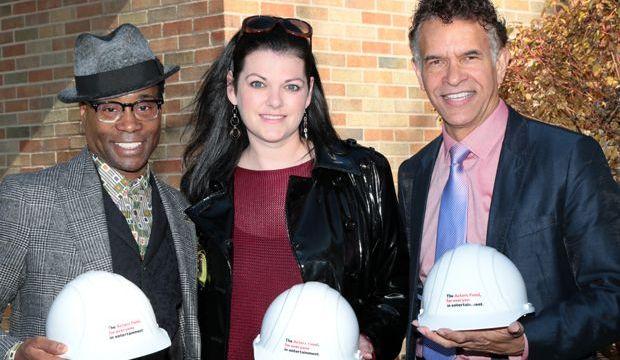 La estrella de Kinky Boots Billy Porter, la presidenta de Actors 'Equity Kate Shindle y el presidente del Actors Fund Brian Stokes Mitchell
